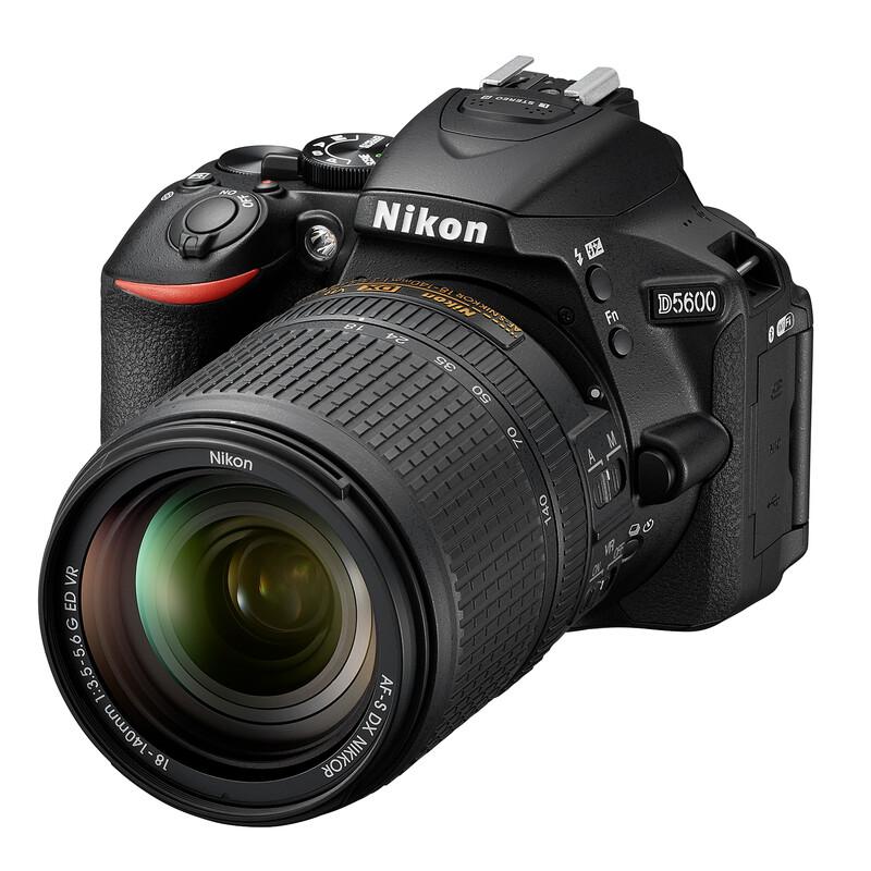 Nikon D5600 + AF-S DX 18-140/3,5-5,6G ED VR