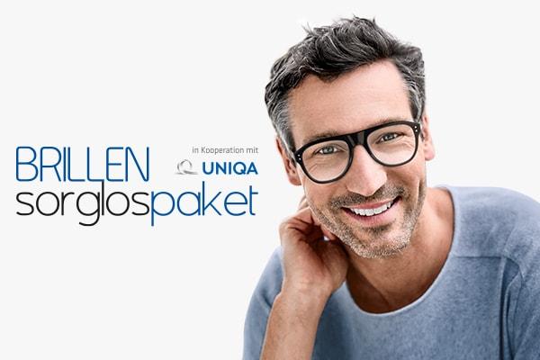lächelnder Herr mittleren Alters mit Brille vor weißem Hintergrund und Infos zum Brillensorglospaket