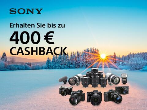 verschneite Winterlandschaft mit diversen Sony Kameras, Objektiven und Kamerazubehör mit Cashback-Info