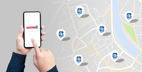 eine Karte mit Hartlauer Standorten und dem Geschäftefinder am Smartphone