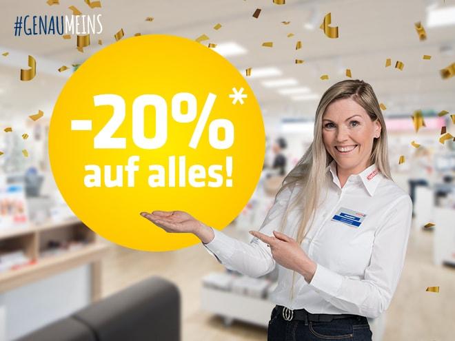 """eine Hartlauer Mitarbeiterin in einem Hartlauer Geschäft mit goldenem Konfetti und einem """"-20 % auf alles""""-Störer"""