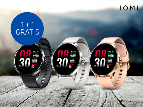 drei IOMI Smartwatches in Schwarz, Weiß und Rosé nebeneinander auf verwitterten Holzbrettern mit 1+1 Aktionsinfo