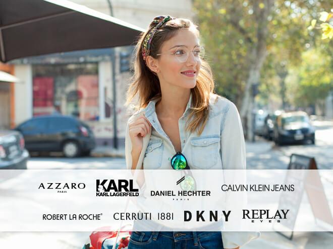 junge stylische Frau mit Brille und Sonnenbrille unterwegs in einer Stadt und Banderole mit Brillenmarken-Logos
