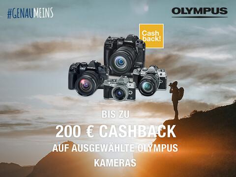 Fotograf vor Schlucht im Hintergrund vor 4 Olympus Kameras mit Hinweis auf Cashback-Aktion