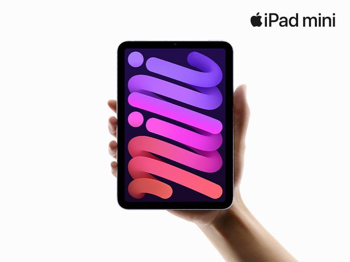 iPad Mini mit bunter Spirale auf dem Bildschirm wird von Hand gehalten vor weißem Hintergrund