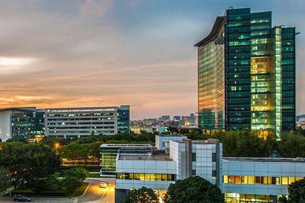 Huawei Unternehmenszentrale in Shenzhen, China, mit Abendstimmung