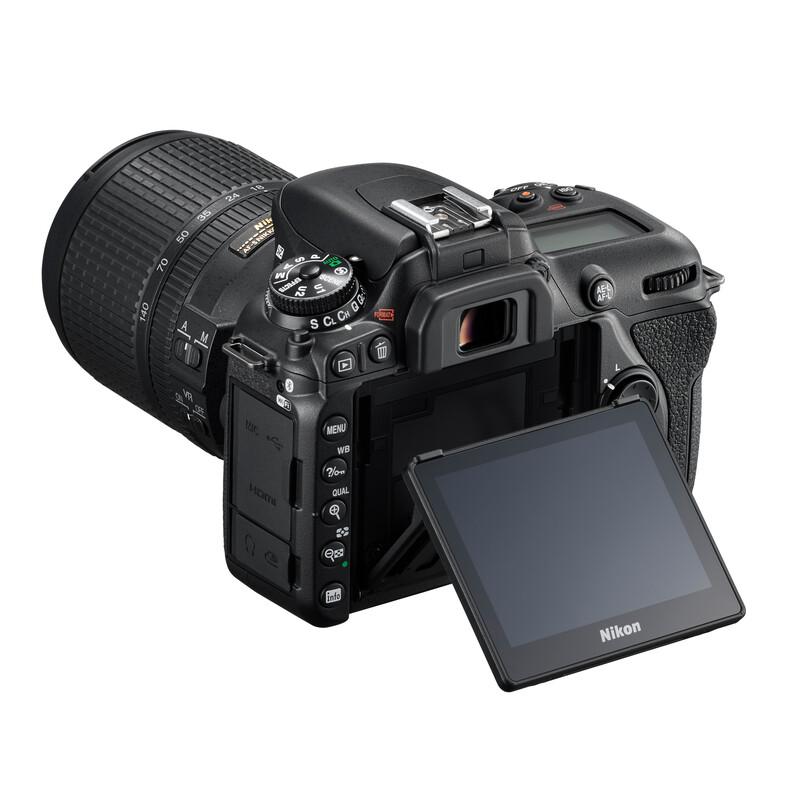 Nikon D7500 + AF-S DX 18-140/3,5-5,6G ED VR